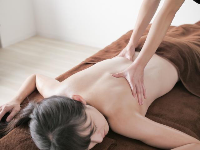 細くしたい!背中の脇肉に効果的なストレッチ法3選!